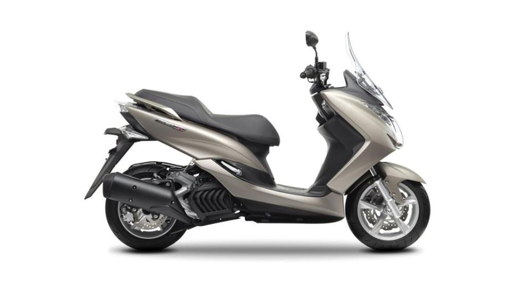 2014 yamaha majesty s 125 scooter launched in united kingdom new details. Black Bedroom Furniture Sets. Home Design Ideas