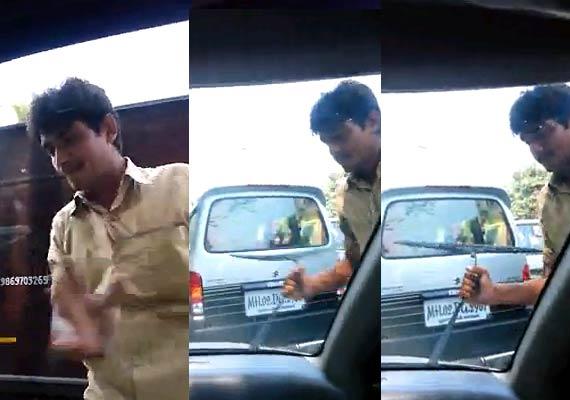 auto-rickshaw-driver-abusing-monaz-mevawala-003