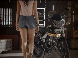 new-2014-mahindra-centuro-funny-tvc-video