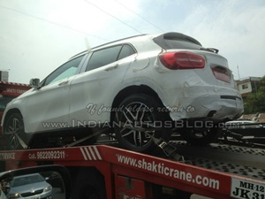 mercedes-benz-gla-crossover-spied-india