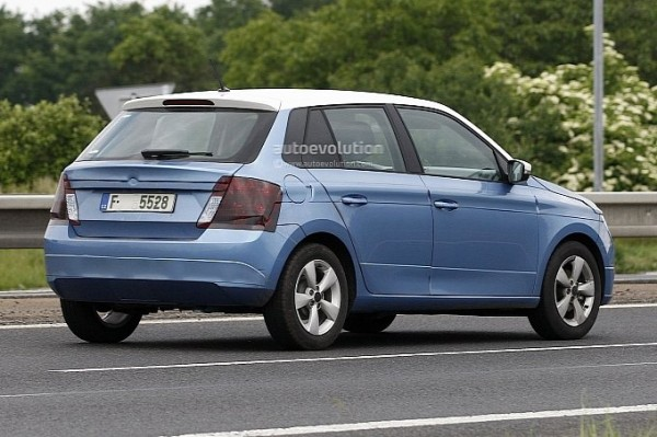 next-gen-2015-skoda-fabia-rear-view