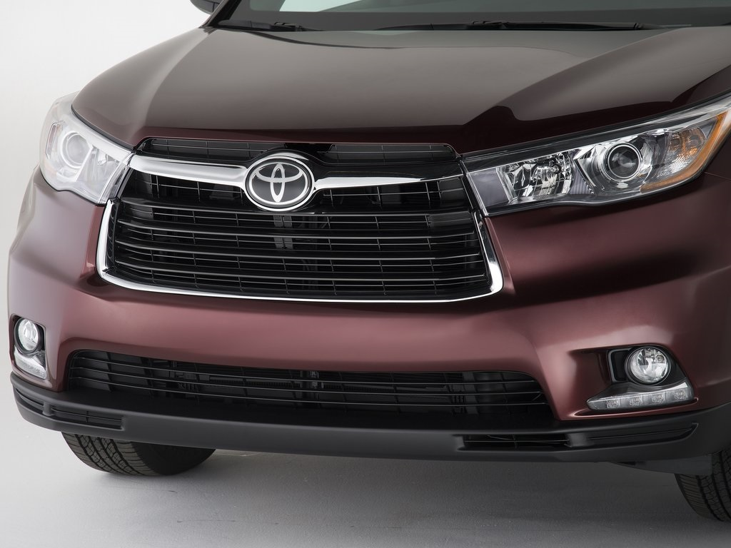 2016 Toyota Innova design perception drawing outlines on ...