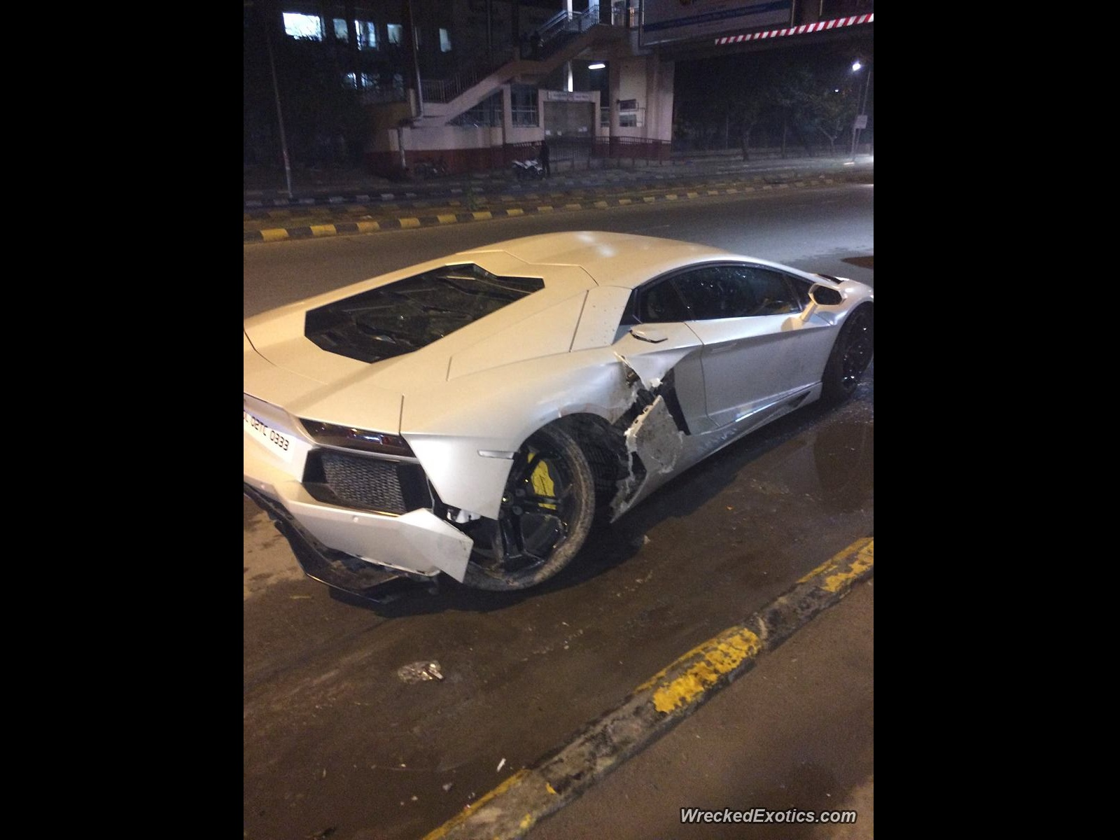 Lamborghini Aventador Lp700 4 Crashed Into A Curb At New Delhi