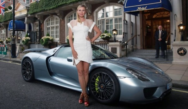 sharapova-arrives-for-prewimbledon-party-in-porsche-918