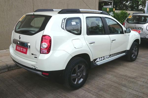 renault-duster-awd-4x4-rear-view