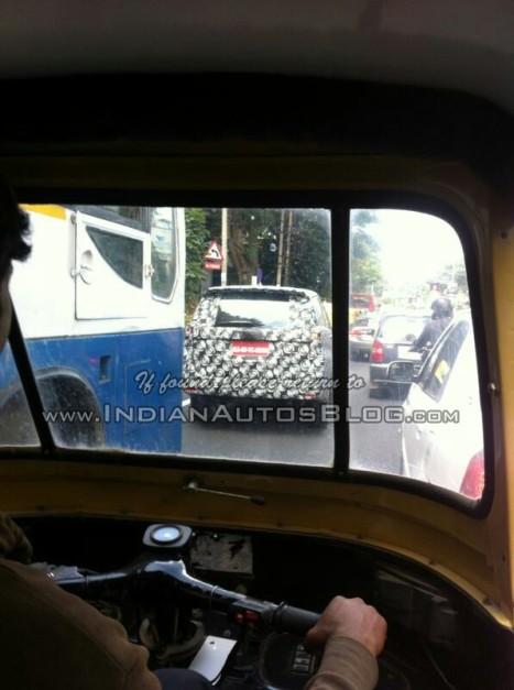 2016-Toyota-Innova-Bangalore-spied-rear