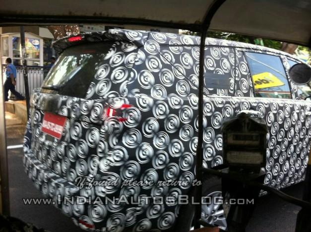 2016-Toyota-Innova-Bangalore-spied-side