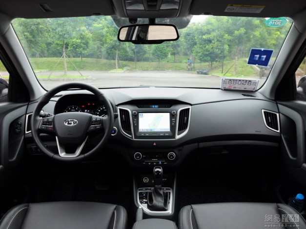 hyundai-ix25-india-pictures-dashboard