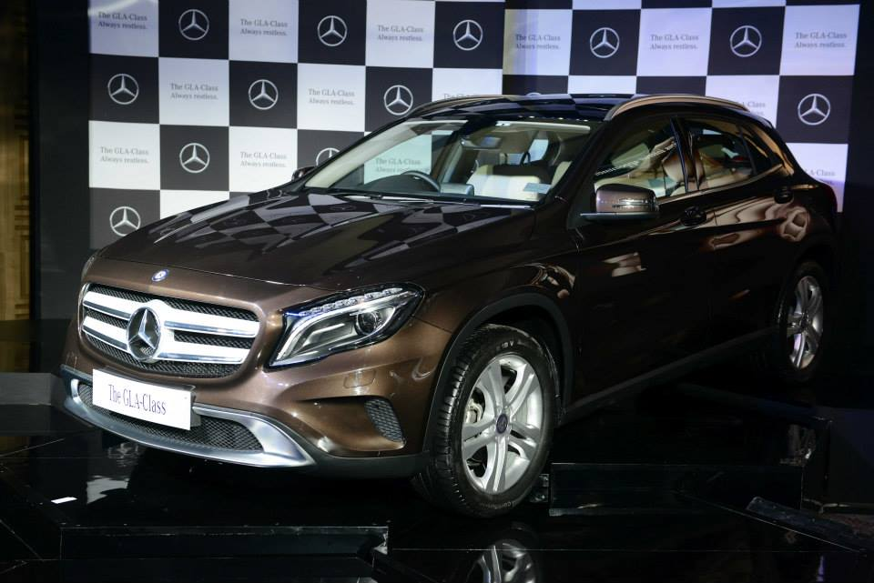 Mercedes benz gla luxury suv launched in india price for Mercedes benz prices in india