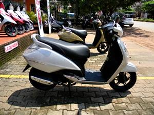 tvs-jupiter-matte-beige-sparkling-silver-new-colors