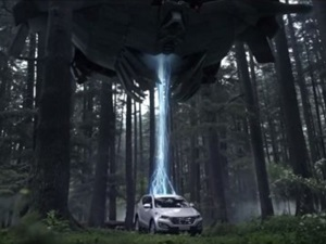 video-hyundai-santa-fe-outruns-aliens-official-tvc