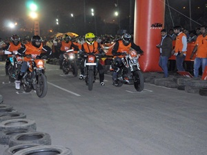 2014-ktm-orange-day-delhi