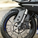 2014-Yamaha-YZF-R125-front-wheel-detail-India