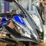 2014-Yamaha-YZF-R125-headlamp-detail-India