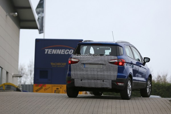 2015-ford-ecosport-face-lift-spied-loses-rear-mounted-spare