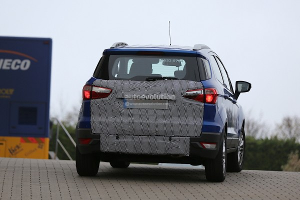 2015-ford-ecosport-facelift-spotted-with-missing-rear-mounted-spare-tyre