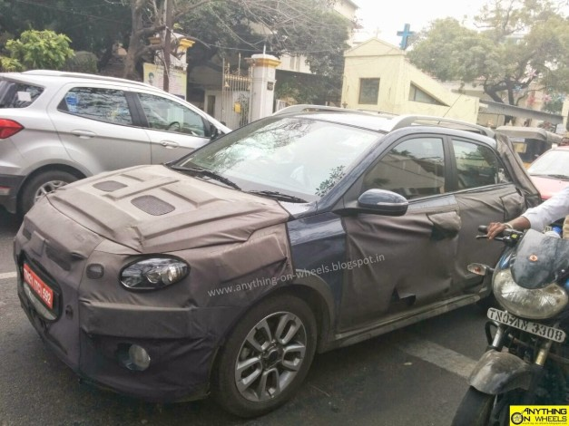 hyundai-elite-i20-cross-spied