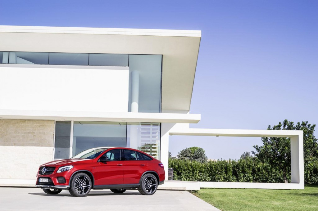 Bmw X6 S First Ever Competitor Mercedes Benz Gle Coupe Unveiled