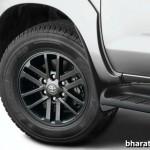 2015-updated-toyota-fortuner-4x4-at-dark-grey-alloy-wheel