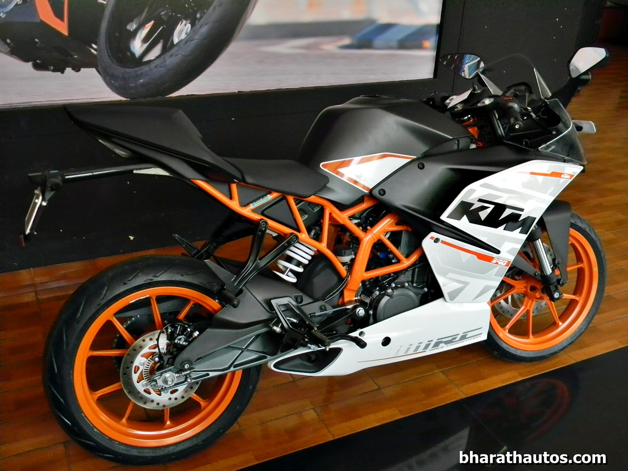 2015 ktm rc motorcycles could get slipper clutch. Black Bedroom Furniture Sets. Home Design Ideas