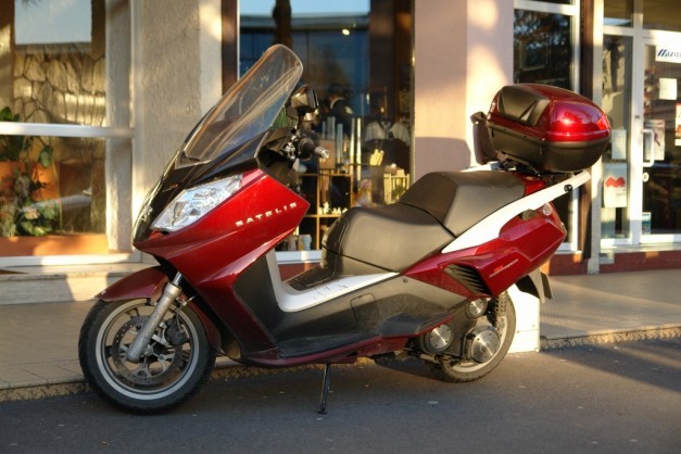 mahindra-peugeot-150cc-scooter