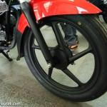 new-2015-bajaj-platina-es-alloy-wheel
