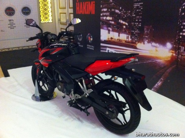 new-2015-bajaj-pulsar-150-ns-rear