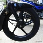 new-bajaj-platina-es-alloy-wheels