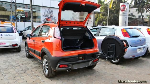 fiat-avventura-tailgate-mounted-spare-wheel