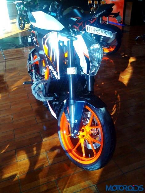 new-2015-ktm-390-duke-front-fascia