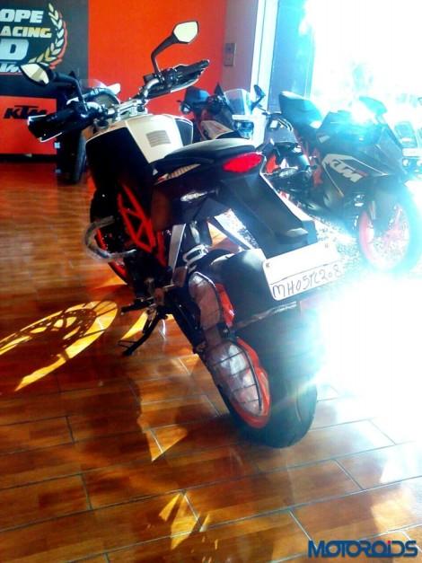 new-2015-ktm-390-duke-rear-end