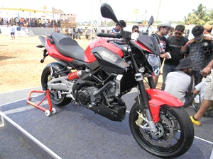 aprilia-shiver-750-street-fighter-india-launch