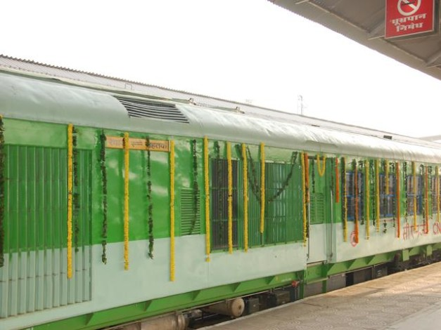 first-cng-train-indian-railways-002