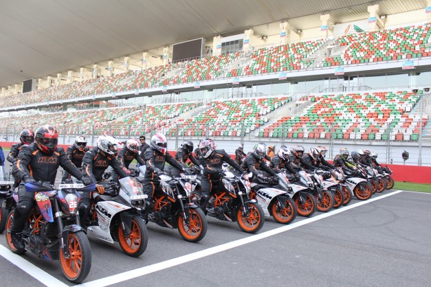 2015-ktm-track-day-at-buddh-international-circuit-greater-noida-001