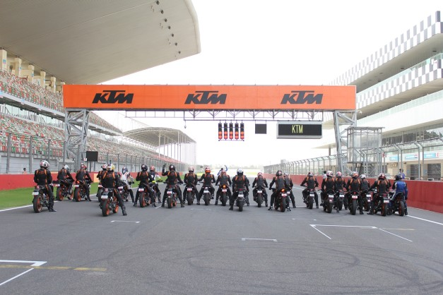 2015-ktm-track-day-at-buddh-international-circuit-greater-noida-003
