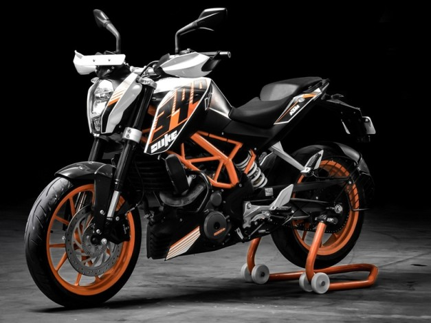 2016-ktm-duke-390-second-generation-imported-to-india-for-r-and-d