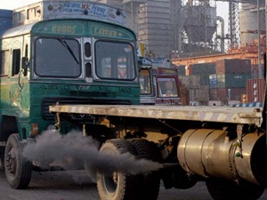 government-seeks-stay-on-ngt-vehicle-ban-order-in-delhincr