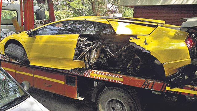 india's only lamborghini murcielago sv crashes hard in delhi (video)
