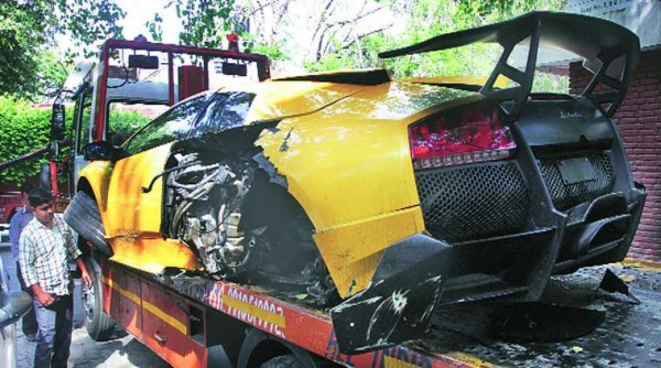 lamborghini-murcielago-sv-crashed-new-delhi-india