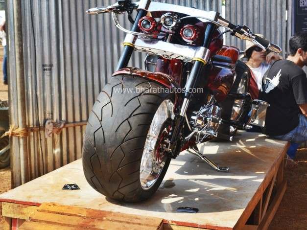 reza-hussain-customs-da-bang-2015-india-bike-week