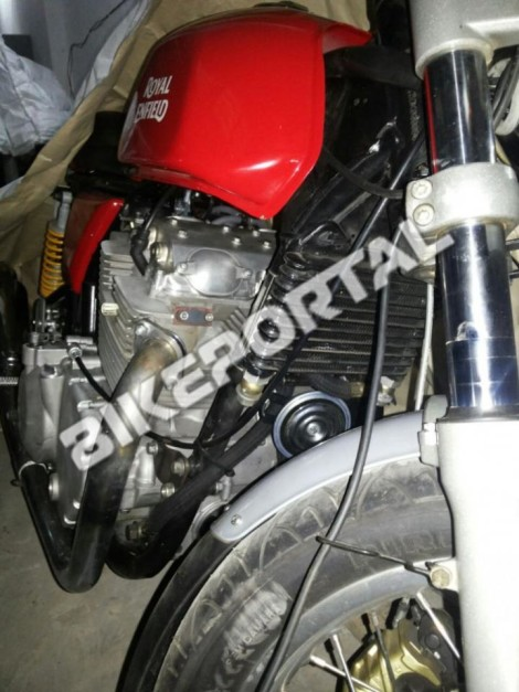 royal-enfield-750cc-mototrcycle-spied-in-india-