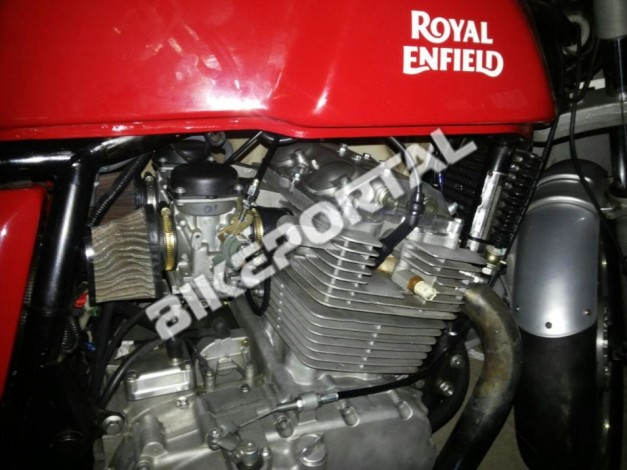 royal-enfield-continental-gt-with-750cc-twin-cylinder-engine-spied
