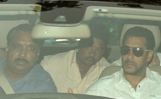 salman-khan-with-his-driver-ashok-singh-2015-case-verdict