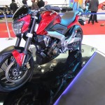 bajaj-pulsar-cs200-front-three-quarter