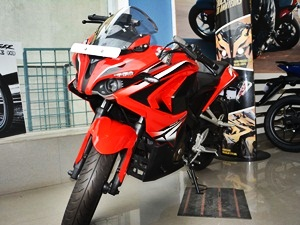 bajaj-pulsar-rs200-detailed-review-picture-gallery