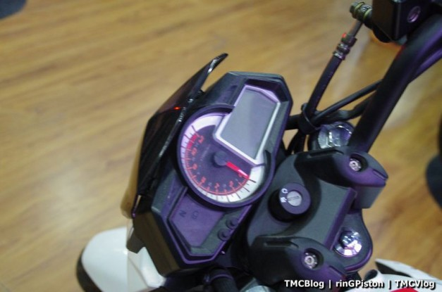 benelli-tnt-15-digital-meter-150cc-naked-street-fighter-india