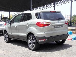 2016-ford-ecosport-facelift-without-spare-wheel-spied