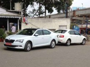 2016-skoda-superb-spied-in-india