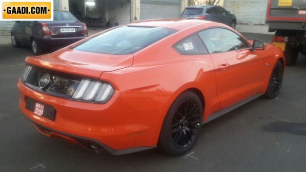 ford-endeavour-ford-mustang-spied-arai-pune-002