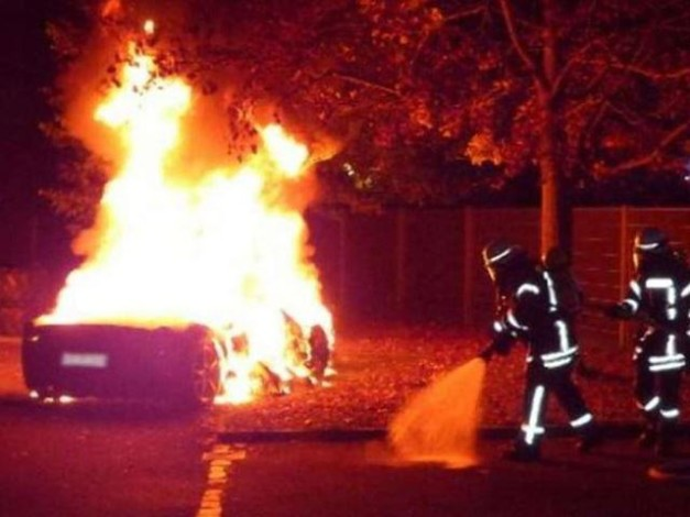 20-year-old-boy-burns-his-ferrari-458-italia-so-father-would-buy-new-ferrari-488-gtb